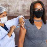 Vitória inicia vacinação de pessoas a partir dos 35 anos e trabalhadores da indústria a partir dos 32 anos